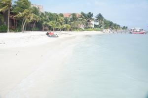 San_Pedro,_Ambergris_Caye,_Belize_-_Beach